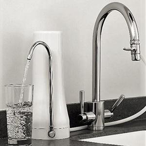 Φίλτρο νερού άνω πάγκου σε κουζίνα